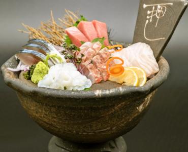 石川県金沢市の市場から直送した鮮魚を使った『鮮魚盛り合わせ』!魚のプロの仲買人がしっかりと目利きをした、その日揚がった鮮度抜群の鮮魚です!